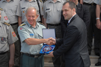 NDC Commandant LtGen Arne Bård DALHAUG gift exchange with the head of the Serbian Delegation, MoD State Secretary,  Mr  Igor JOVIČIĆ.