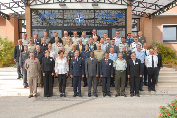 Participants to the General, Flag Officers and Ambassadors' Course 2014-1