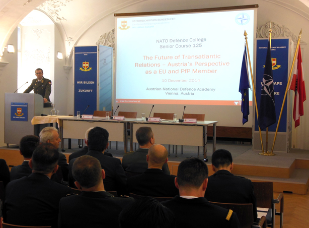 LTG CSITKOVITS welcomes Senior Course 125 to the Austrian National Defense Academy.