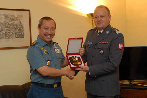 NDC Commandant Major General Bojarski with Rear Admiral Mamahit