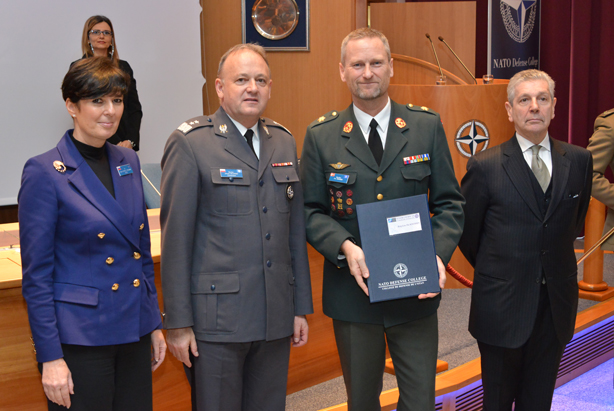 Course President BrigGen Per Knudsen (DNK A) receives his graduation diploma from Adm. Di Paola and MGen Bojarski.