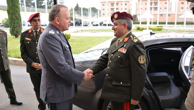 Major General Janusz Bojarski welcomes the Chief of the Defence Staff of the Islamic Republic of Afghanistan, General Qadam Shah Shahim.