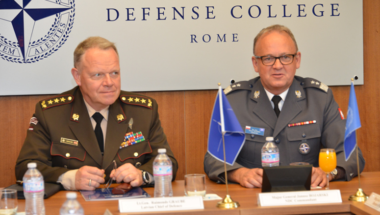 (L to r) The Chief of Defence of Latvia LtGen Graube and NDC Commandant MGen Janusz Bojarski