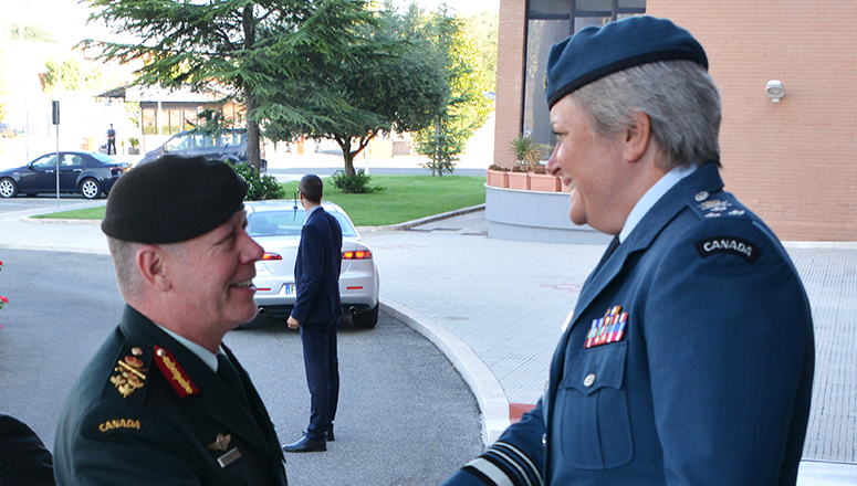 Lieutenant General Chris Whitecross welcomes the Canadian Chief of the Defence Staff General Jonathan H. Vance.